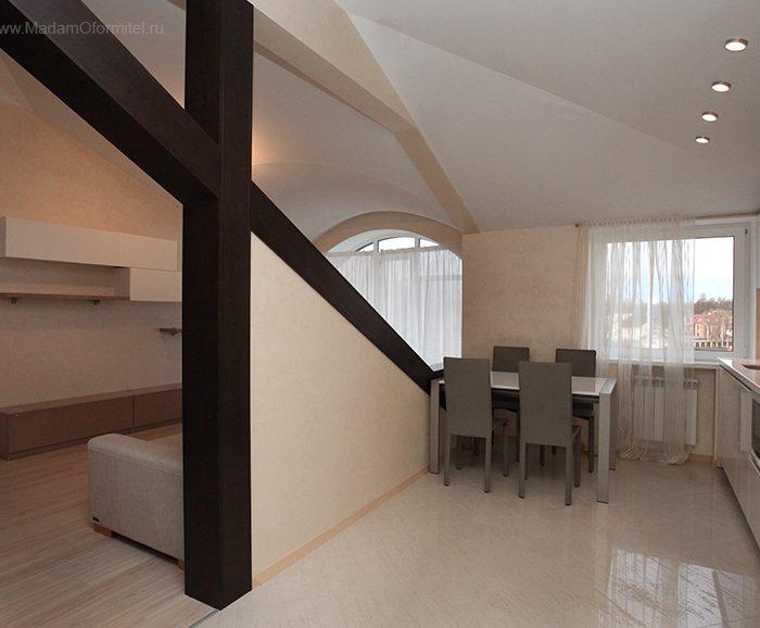 шторы на окно с аркой, гостиная объединенная с кухней, шторы в гостиной, шторы от Мадам Оформитель, пошив штор на заказ в СПб