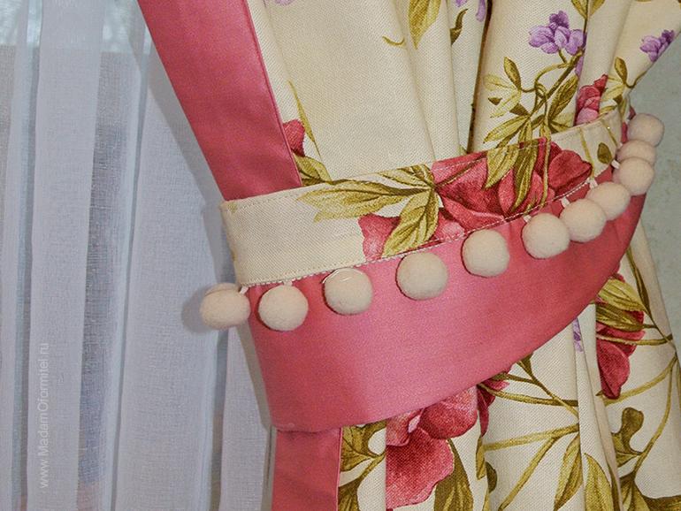 комната маленькой принцессы, помпоны, шторы с цветочным принтом, шторы в цветочек, шторы с кантом, шторы на заказ, пошив штор на заказ спб, шторы от Мадам Оформитель, шторы в стиле прованс