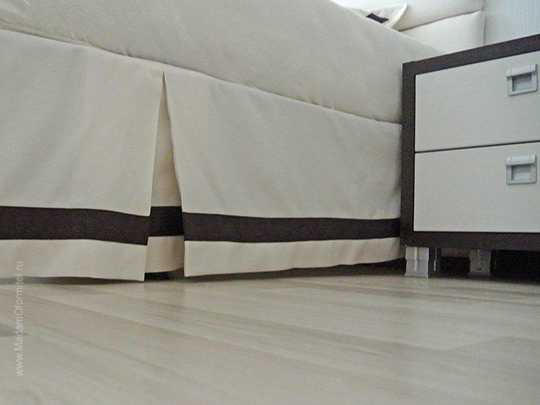 шторы в спальне, шторы на люверсах, пошив штор на заказ, шторы на заказ, мягкое изголовье кровати, Шторы от Мадам Оформитель, декоративные подушки, юбка для кровати