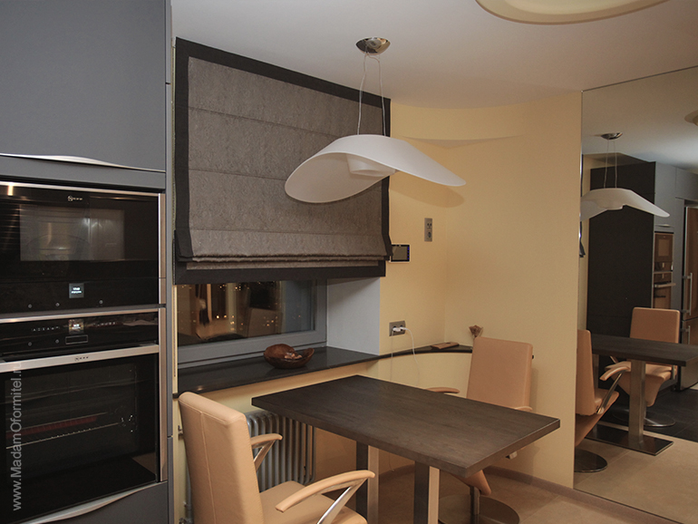 кухня в стиле минимализм, Кант на шторах, Шторы с кантом, римские шторы, римские шторы с кантом, шторы от Мадам Оформитель, пошив штор на заказ в СПб